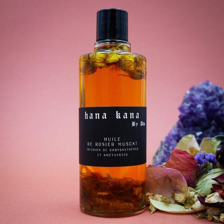 Cette huile pour le visage est composé de rosier muscat 100 % végétale est une huile biologique macérée et énergisée au coeur d'une distillerie du sud de la France. Cette huile visage contient aussi des Pierres naturelles d'Améthystes