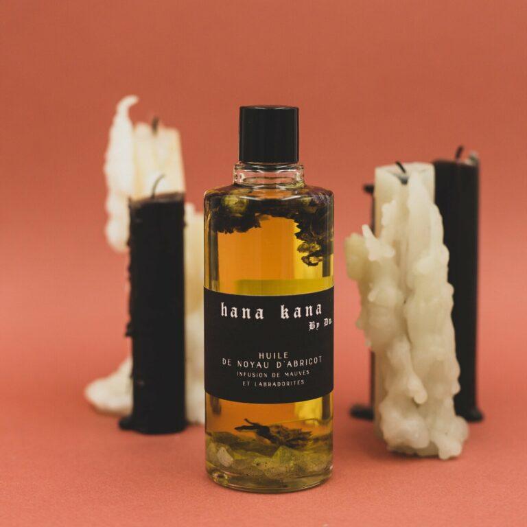 L'huile d'abricot bio pour le visage. Elle est régénérante, revitalisante, anti-âge et tonifiante. cette Huile visage anti-âge 100% végétale est fabriquée par une production biologique du Sud de la France.