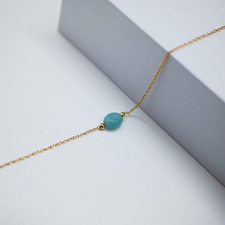 Bracelet Plaqué or 24 carats. L'amazonite est une pierre naturelle très apaisante, rattachée au chakra du cœur. Bijou réalisé en france.