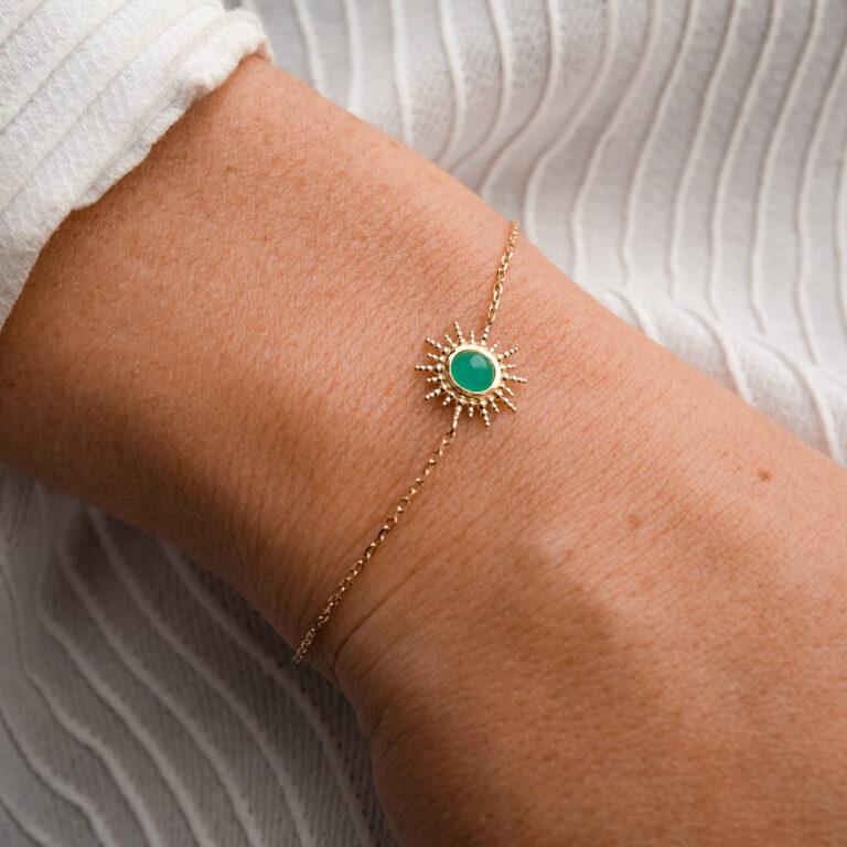Bracelet en pierre naturelle d'Aventurine verte. Bijou plaqué or fabriqué en France dans un atelier artisanal