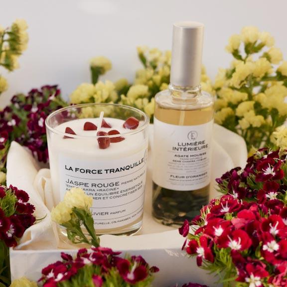 Coffret de bougies artisanales parfumées bio à cristaux et de Parfum d'intérieur bio avec pierres naturelles. La cire est 100% végétale, le parfum naturel de Grasse créé par un maître parfumeur